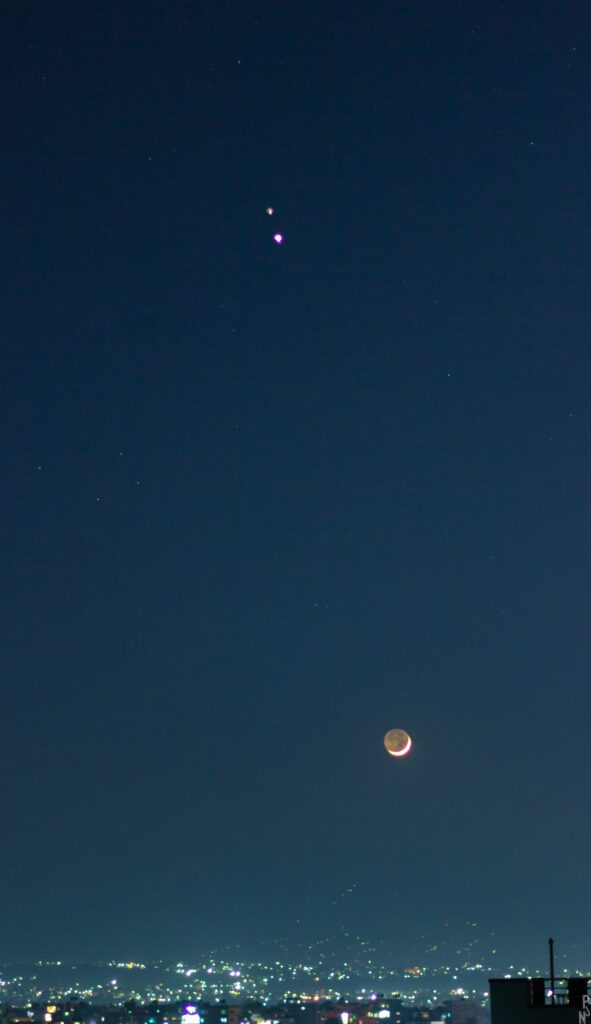 Stunning Pictures by Amateurs : Jupiter & Saturn Captured During The Great Conjunction